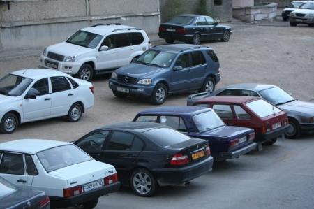 В Актау на автостоянке столкнулись Toyota Camry и Daewoo Damas