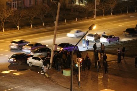 В Актау на перекрестке в центре города произошла авария