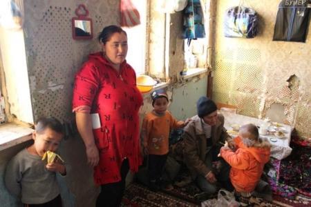 Мангистауские таможенники помогли семье оралманов