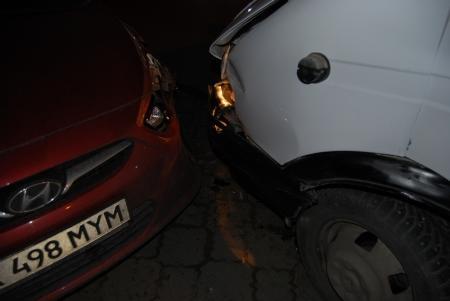 В Актау в результате аварии между 11 и 12 микрорайонами пострадало три автомобиля