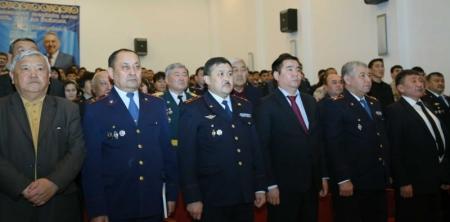 В Мангистауской полиции в честь праздника наградили отличившихся сотрудников