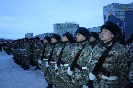 В Актау на площади Ынтымак молодые воины дали присягу