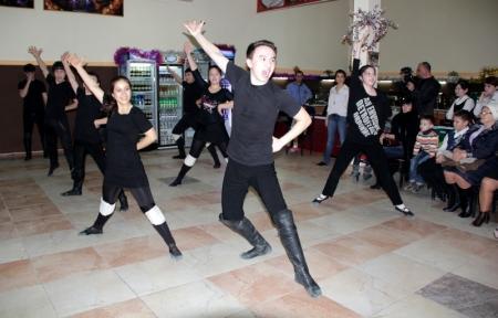 В Актау учили танцевать лезгинку