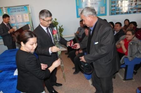 Аким Жанаозена провел предновогодние встречи с трудовыми коллективами города