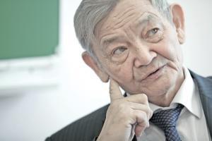 Мухтарбай Отелбаев: миллион долларов отдам жене