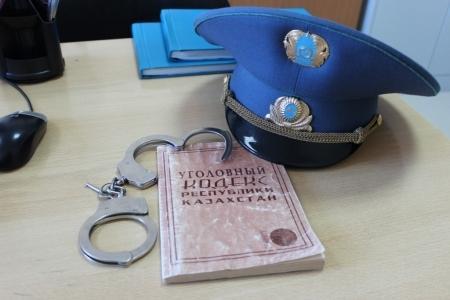 В Мангистау  инспектор  дорожной полиции приговорен к двум годам ограничения свободы