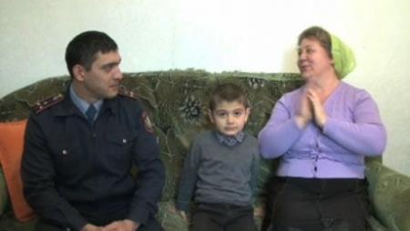 В Алматинской области сотрудник ювенальной полиции спас из пожара 10 детей