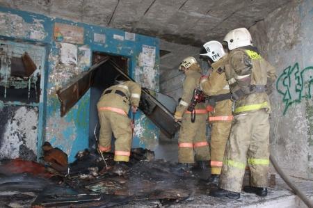 В высотном доме Актау загорелась лифтовая шахта
