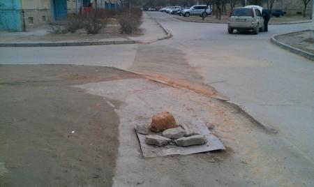 Посмотрите как теперь асфальтируют дорогу !