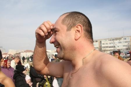 Православные христиане Актау в день Крещения Господня купались в Каспии