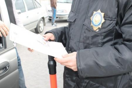 В Актау полицейские с налоговиками проверили таксистов