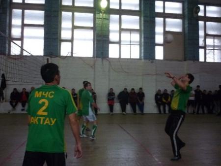 В Актау прошли соревнования по волейболу среди пожарных