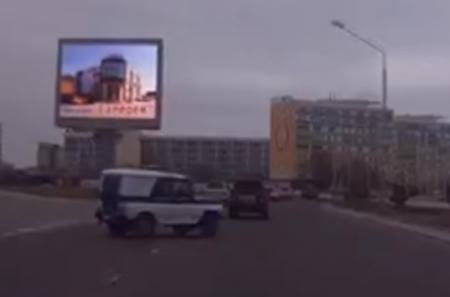 В Актау полицейского, нарушившего ПДД на служебной машине, сняли с занимаемой должности