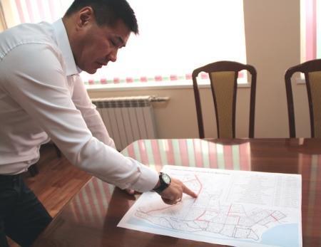 В Актау во всех микрорайонах обещали восстановить и проложить тротуарные дорожки