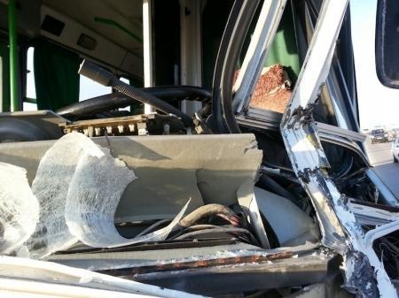 В Мангистауской области пассажирский автобус столкнулся с тепловозом