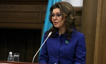 Казахстанские врачи научились уходить от ответственности за неправильно поставленный диагноз и лечение - Д. Назарбаева