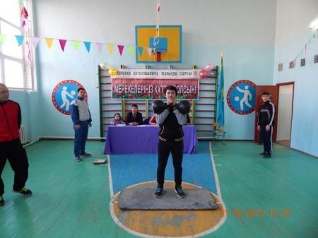 В Мунайлы прошли соревнования среди школьников по настольному теннису и гиревому спорту