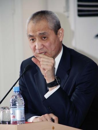 Аким Актау пообещал создать новые парковки в шести микрорайонах города