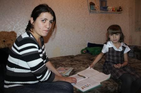 В Актау выпускница детского дома 12 лет живет в пожарном проходе