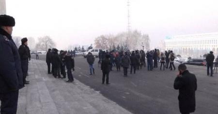 В Алматы вновь митингуют против девальвации