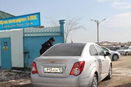 Сотрудники административной полиции Актау за один день водворили на штрафстоянку четыре автомашины должников