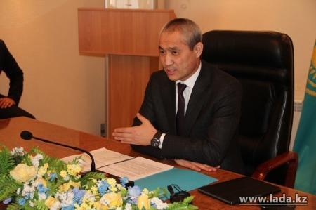 Аким Актау пообещал наказать предпринимателей, спекулирующих в связи с девальвацией