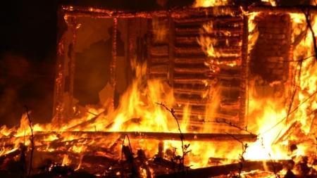 В Бейнеу полностью сгорела баня в жилом дворе