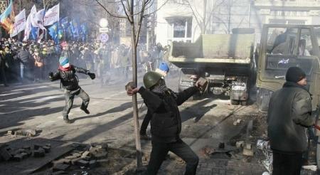 При столкновениях в Киеве погибли 18 человек