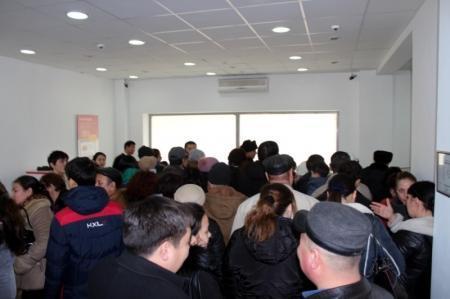 Паника, вызванная сообщениями о возможном банкротстве банков, дошла до Актау