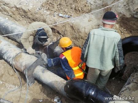 В 2014 году в пяти микрорайонах Актау старые водопроводные трубы заменят пластиковыми