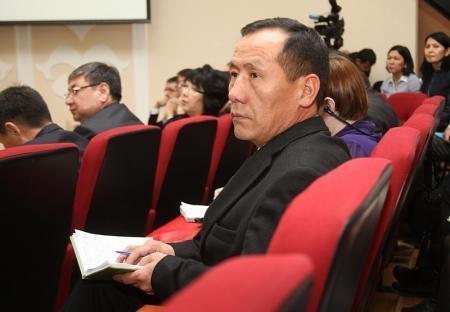 Аким Мангистауской области ответил на вопросы населения в режиме онлайн