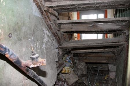 Жители дома №71 третьего микрорайона: Видимо, власти Актау ждут трагедии