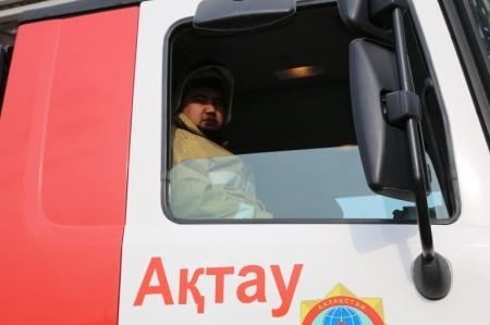 В Актау пожарные отметили Всемирный день гражданской обороны