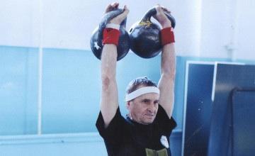 72-летний костанаец победил на чемпионате РК по гиревому спорту