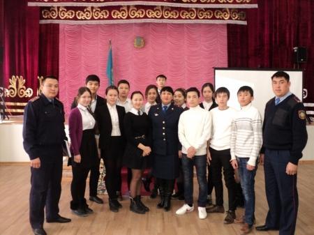 В Актау сотрудники ювенальной полиции проводят встречи со школьниками