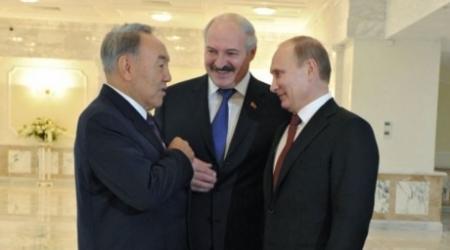 Назарбаев обсудил с Путиным и Лукашенко ситуацию на Украине