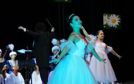 Аким Мангистауской области поздравил женщин региона с 8 Марта