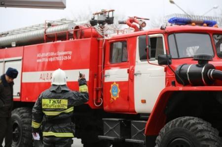 В Актау пожарный спас трехлетнюю девочку при тушении возгорания в квартире