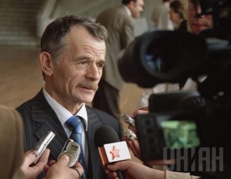 Лидер крымских татар Джемилев вылетел на переговоры в Москву