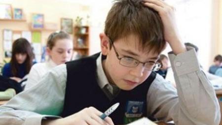 Казахстанские депутаты бьют тревогу из-за недоработок в отечественных школьных учебниках