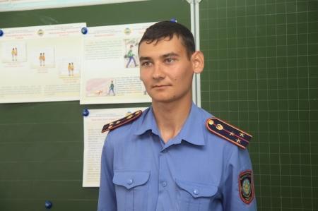 В Актау полицейский спас женщину от насильника