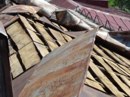 В Мангистауской области ветром сорваны крыши со школы и больницы