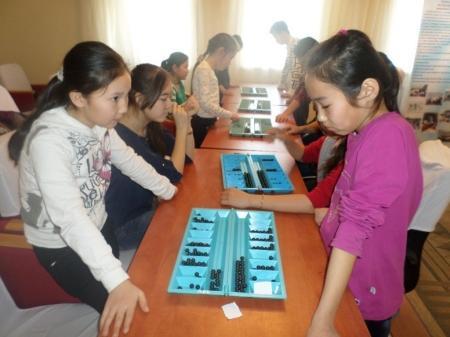 В Мангистауском районе прошел турнир по тогызкумалаку среди школьников