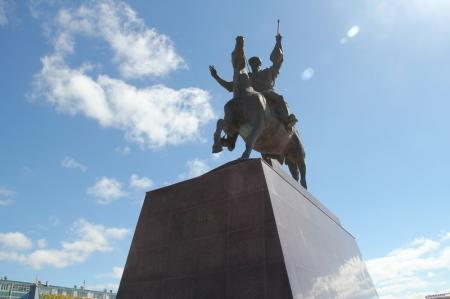 У Курмангазы в Актау продолжается буквопад