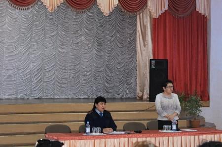 В Актау директора школ и полицейские обсудили проблему вымогательства среди подростков