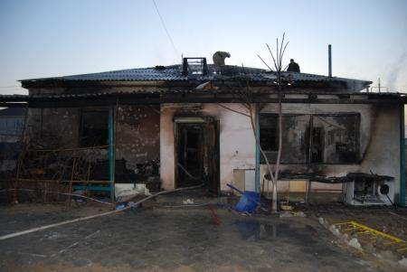 В Актау сгорел дом, где жила семья с десятью детьми