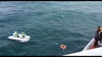 Пограничники береговой охраны спасли актауских рыбаков, которых унесло в море