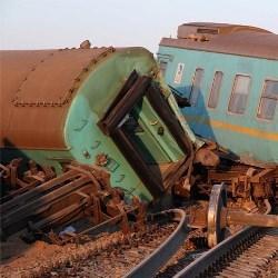 Сошедшие с рельсов вагоны поезда были произведены в Китае