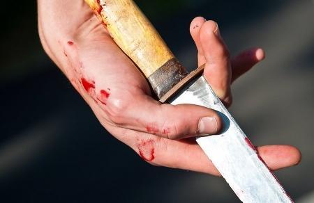 В Актау двадцатилетнему парню нанесли тяжелое ножевое ранение