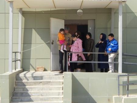 Семье погорельцев из поселка Приозерный-3 показали их временное жилье